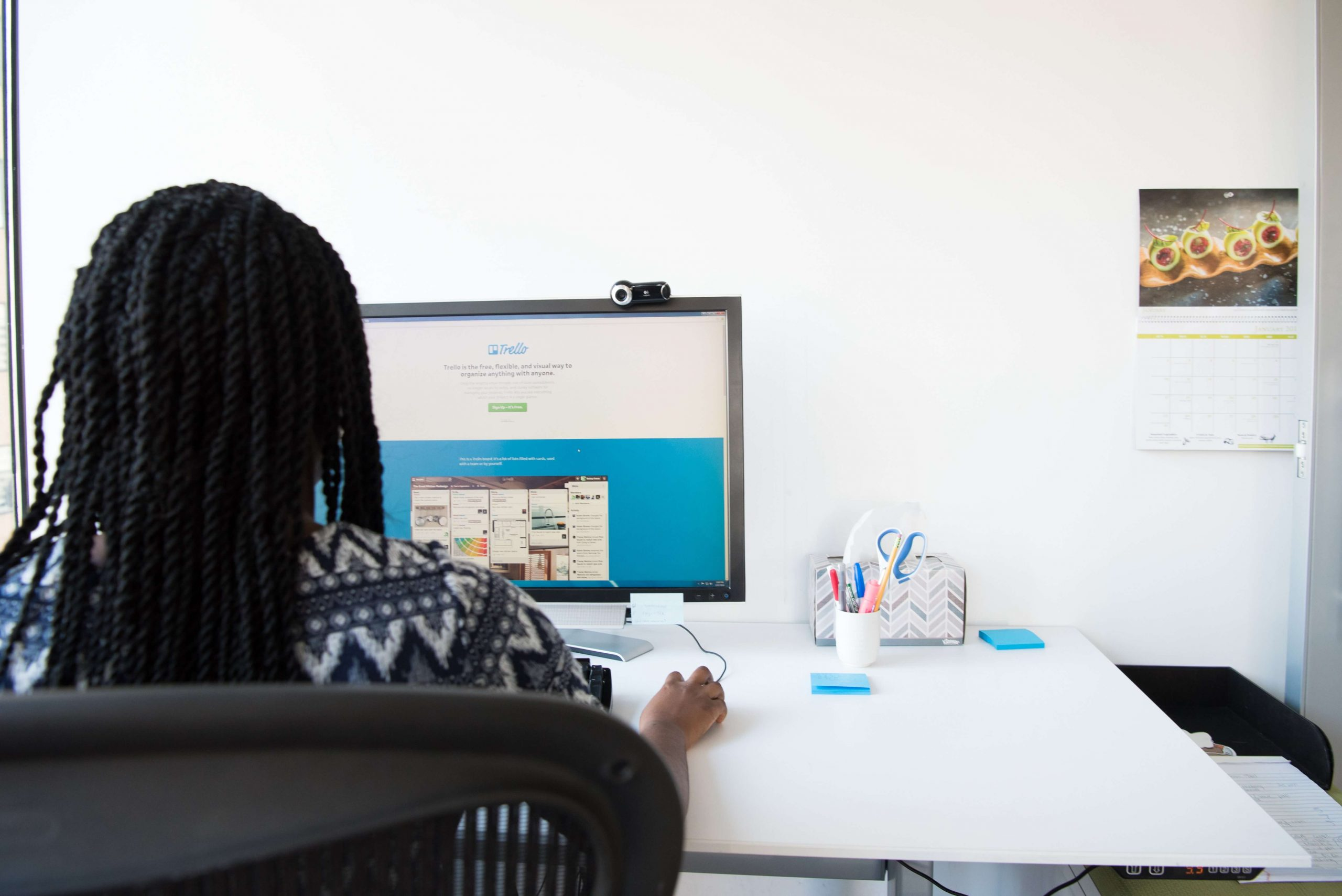 Woman at computer using link building tools for SEO