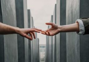 Hands reaching to build free backlinks